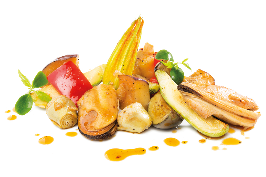 Salteado de mejillones con verduras de la huerta en Venta La Duquesa